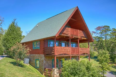 Bear Footin: 2 Bedroom Pigeon Forge Cabin Rental