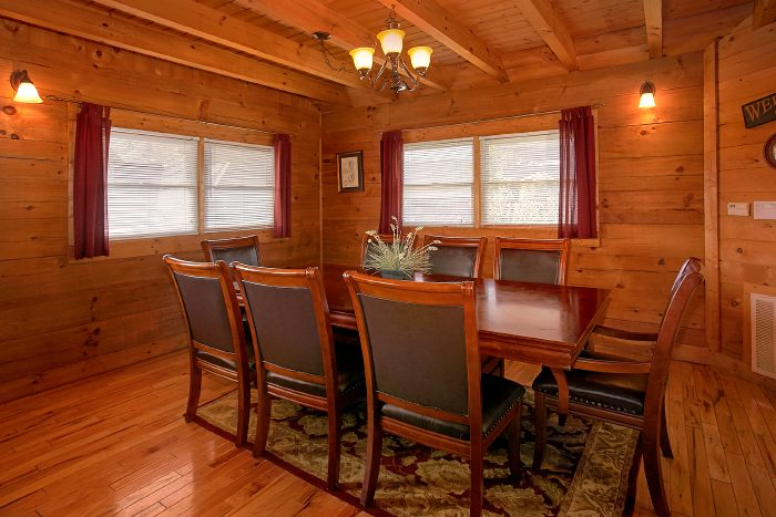 2 bedroom cabin with dining room that seats 8 - A Little Bit Of Heaven