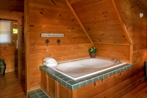 Cabin with private Jacuzzi in master suite - A Little Bit Of Heaven