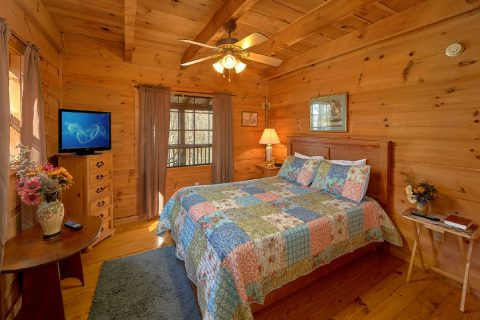 Main Floor Bedroom 2 Bedroom Cabin - A Little Bit Of Lovin'