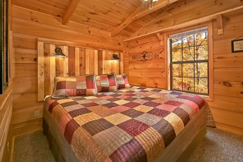 Cabin with King bed - A Long Kiss Goodnight