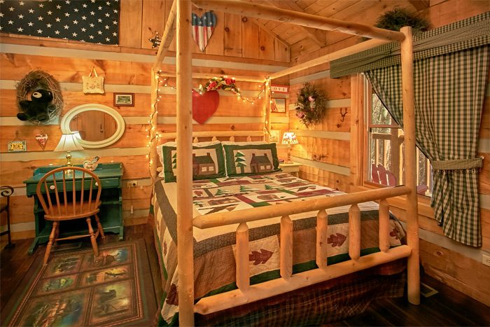 Honey Moon Cabin with private bedroom - A Love Nest