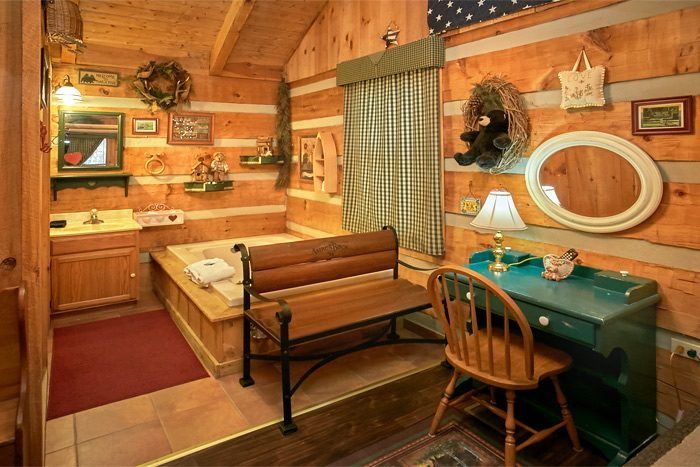 Cabin with private jacuzzi tub and bath - A Love Nest