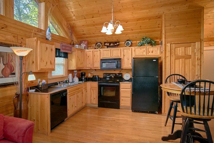 1 Bedroom Honeymoon Cabin with full kitchen - A Lovers Retreat