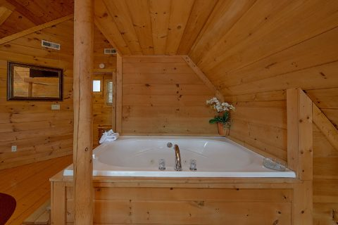 1 Bedroom Cabin with Large Jacuzzi Sleeps 4 - A Moonlight Ridge