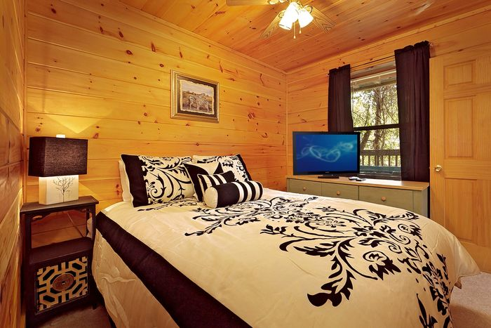 Cabin with Queen Sized Bed - A Mountain Escape