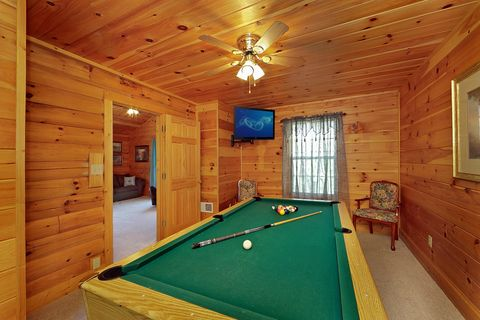 Cabin with Billiard Room - A Mountain Escape