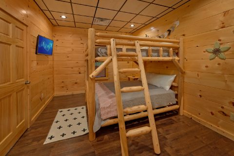 Premium cabin with Queen bunk beds for 4 guests - A Mountain Palace