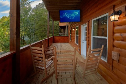 5 bedroom cabin with outdoor TV on the deck - A Mountain Palace