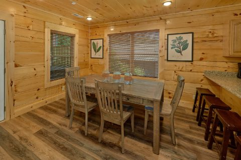 Dining room in 5 bedroom luxury cabin - A Mountain Palace