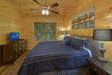 King bedroom with bath in 5 bedroom cabin rental - A Mountain Palace