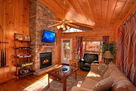 Honeymoon Cabin with Fireplace and Sleeper Sofa - A New Beginning