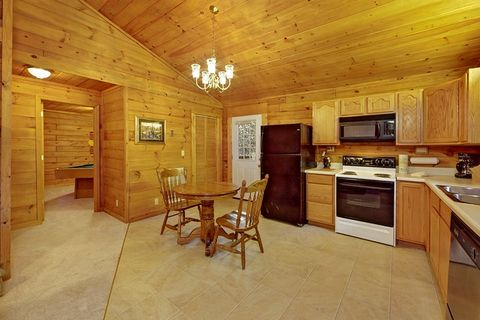 Fully Equipped Kitchen with Dining Table - A Peaceful Getaway