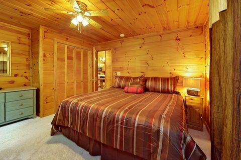 Pigeon Forge Cabin with Comfy King Bed - A Peaceful Getaway