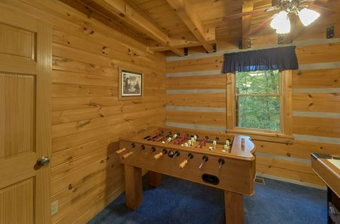 2 bedroom cabin with foosball and air hockey - A Peaceful Retreat