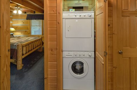 2 bedroom cabin with washer and dryer - A Peaceful Retreat