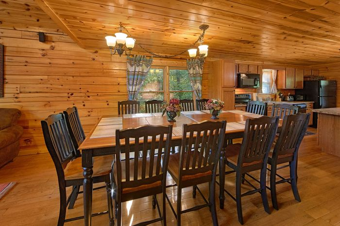Spacious Dining Room in 5 bedroom cabin - A Perfect Stay