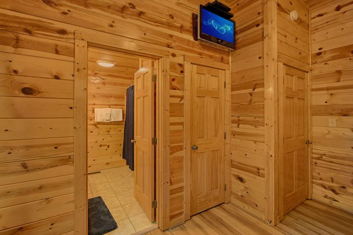 Bunk bedroom with Private bath and TV in room - A Perfect Stay