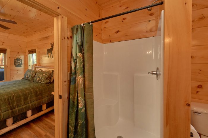 Bedroom with private bath, Shower and Jacuzzi - A River Retreat