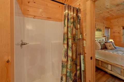 Luxury Cabin rental with 3 Private King Suites - A River Retreat
