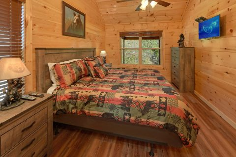 3 bedroom luxury cabin with 3 Jacuzzi Tubs - A River Retreat