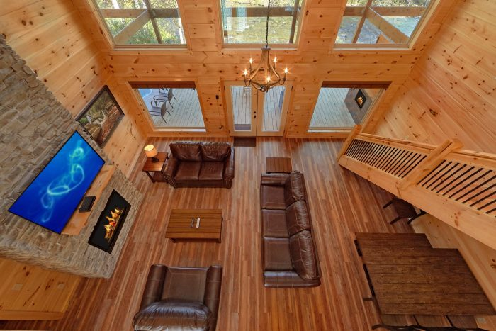 Spacious Luxury cabin that overlooks the River - A River Retreat