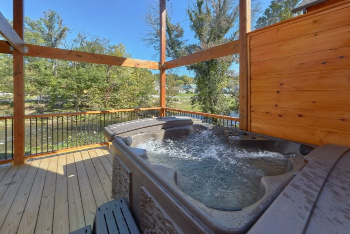 3 bedroom cabin with hot tub on the river - A River Retreat
