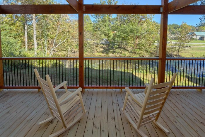 Pigeon Forge cabin overlooking the river - A River Retreat