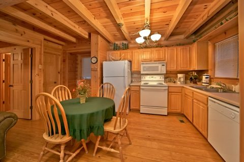 2 bedroom cabin with full kitchen and sleeps 8 - A Rocky Top Memory