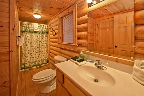Luxurious 2 Bedroom Cabin with 2 Baths - A Rocky Top Memory