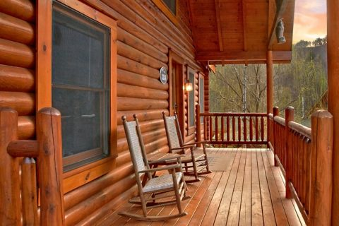 Cabin with 2 decks and rocking chairs - A Rocky Top Memory