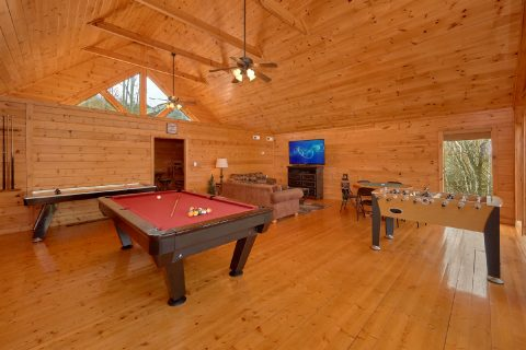 Large Open Game Room with Pool Table - A Rocky Top Ridge