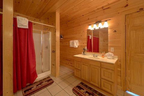 Walk in Shower 4 Bedroom Cabin - A Rocky Top Ridge