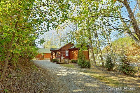 Rustic 1 Bedroom Cabin Near Dollywood - A Romantic Retreat