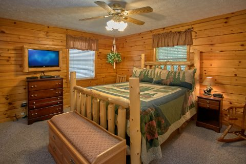 3 Bedroom Cabin with Private Queen Bedroom - A Ruff Life