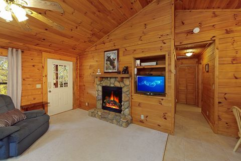 Pigeon Forge Cabin with Cozy Fireplace - A Smoky Hideaway
