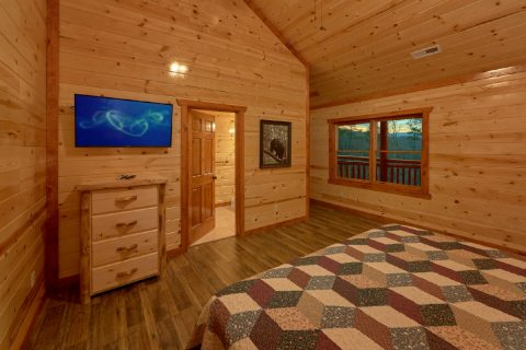 King Bedroom with Flatscreen TV Sleeps 20 - A Smoky Mountain Dream