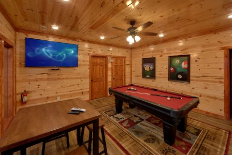Luxury Cabin with Pool Table and WiFi - A Smoky Mountain Dream