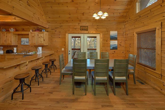 Cabin with Spacious Living Area - A Smoky Mountain Experience