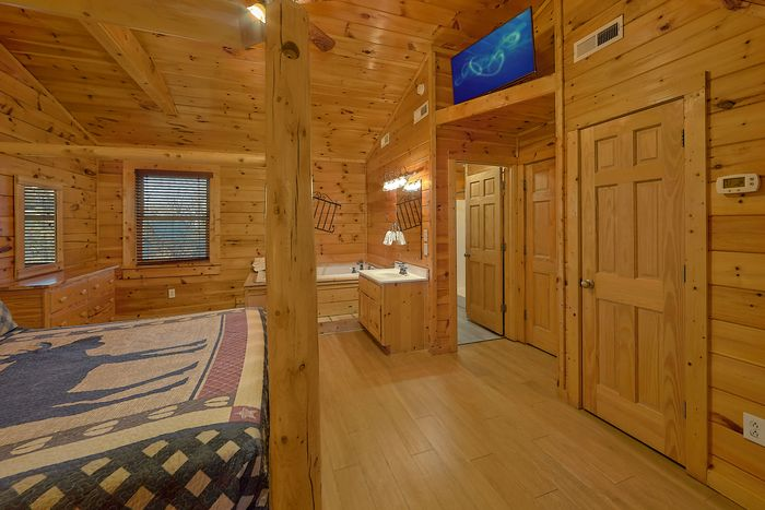 Cabin with Master Suite - A Smoky Mountain Experience