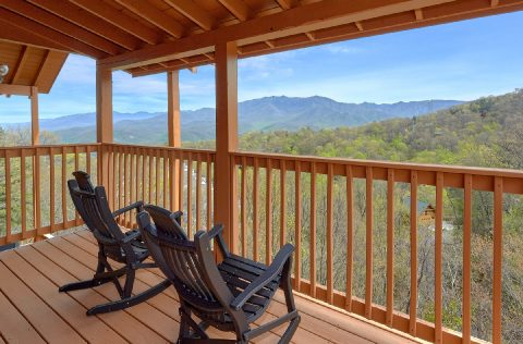 Gatlinburg cabin with Mountain Views from deck - A Spectacular View to Remember