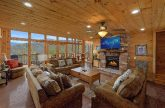 5 Bedroom cabin with fireplace in living room
