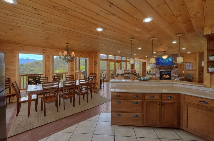 5 Bedroom Cabin With Main Floor King Master Suit - A Spectacular View to Remember