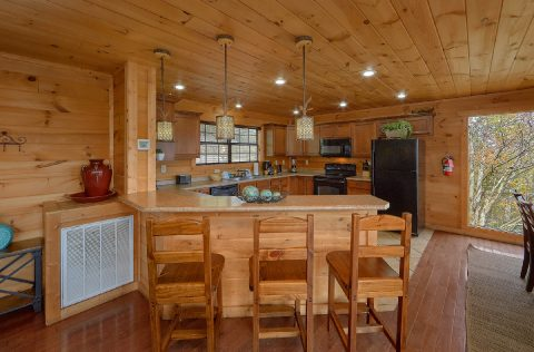 Cabin with bar seating and full Kitchen - A Spectacular View to Remember