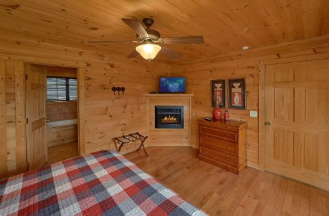 Cabin with Master bathroom and Jacuzzi Tub - A Spectacular View to Remember