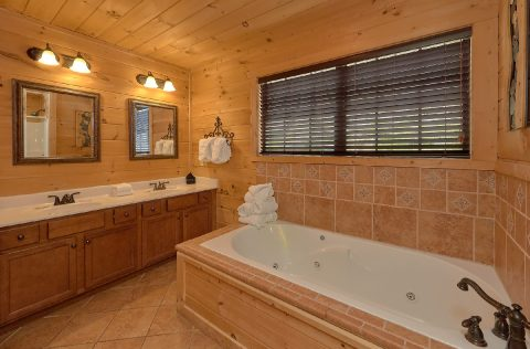 5 bedroom Gatlinburg cabin with Jacuzzi Tub - A Spectacular View to Remember
