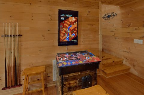 Luxurious 5 bedroom cabin with Arcade Games - A Spectacular View to Remember