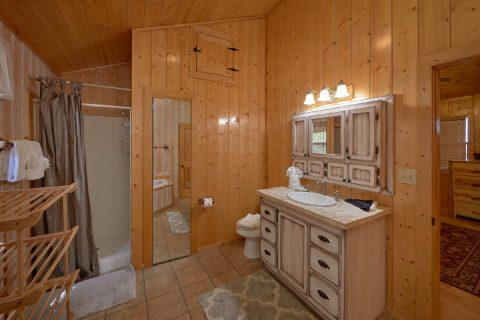 Oversize Master Bathroom with Jacuzzi in cabin - A Stunning View