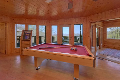 5 Bedroom cabin with Pool Table and Arcade Game - A Stunning View