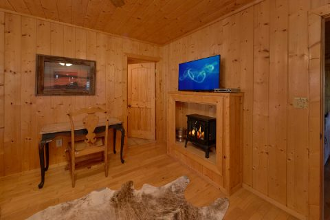 Resort cabin with 5 Master Rooms and Fireplaces - A Stunning View